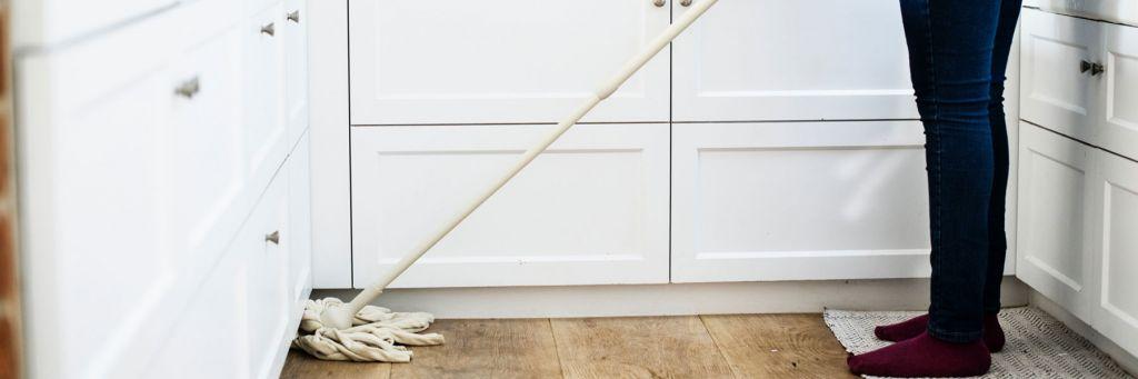 Hemstädning moppa golv